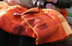 Оранжевый плед в подарок