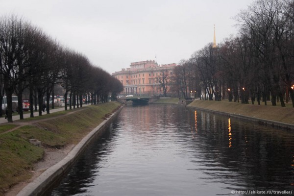 Михайловский дворец через Мойку и аллею Михайловского сада