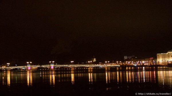 Вид от кораблика на Дворцовый мост