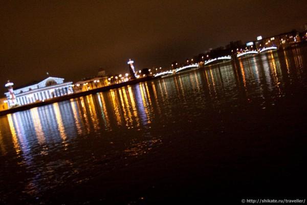 Вид на Стрелку Васильевского острова с Зимней канавки