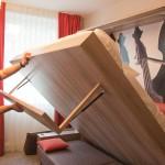 Легким движением руки диван превращается с огромную двуспальную кровать