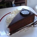 Знаменитый торт Захер, Wienn, Austria